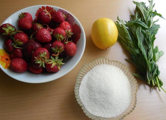 Клубничное варенье с мятой и лимоном